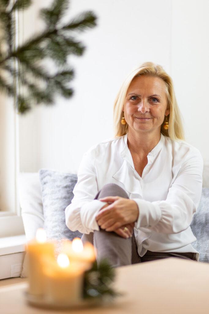 Gabi Lechner Helferin braves Christkind