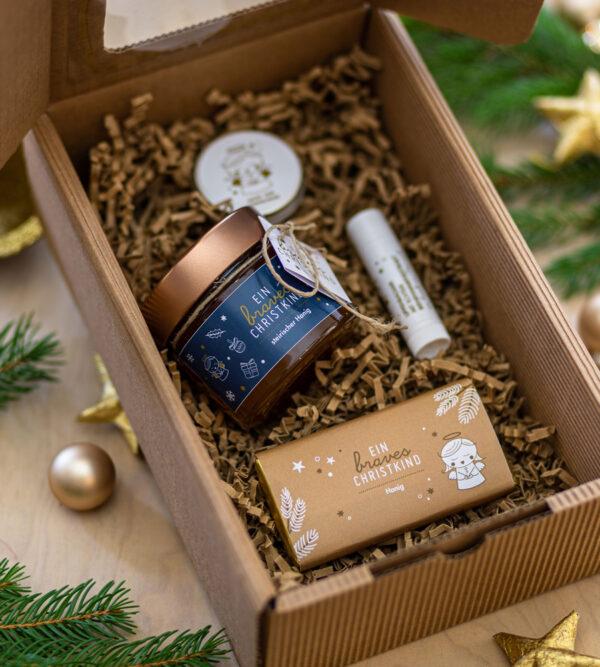 Fliegendes Genuss-Package mit Honigprodukten.