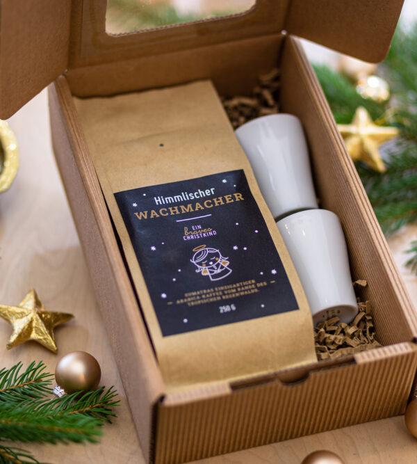 Package mit Kaffee und Espressotassen.