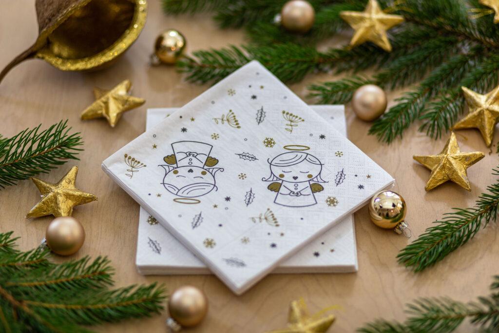 Weihnachtliche Servietten in weiß